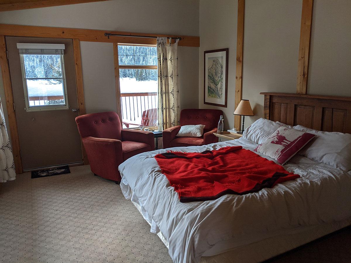 Mount Engadine Lodge Birdwood cabin inside
