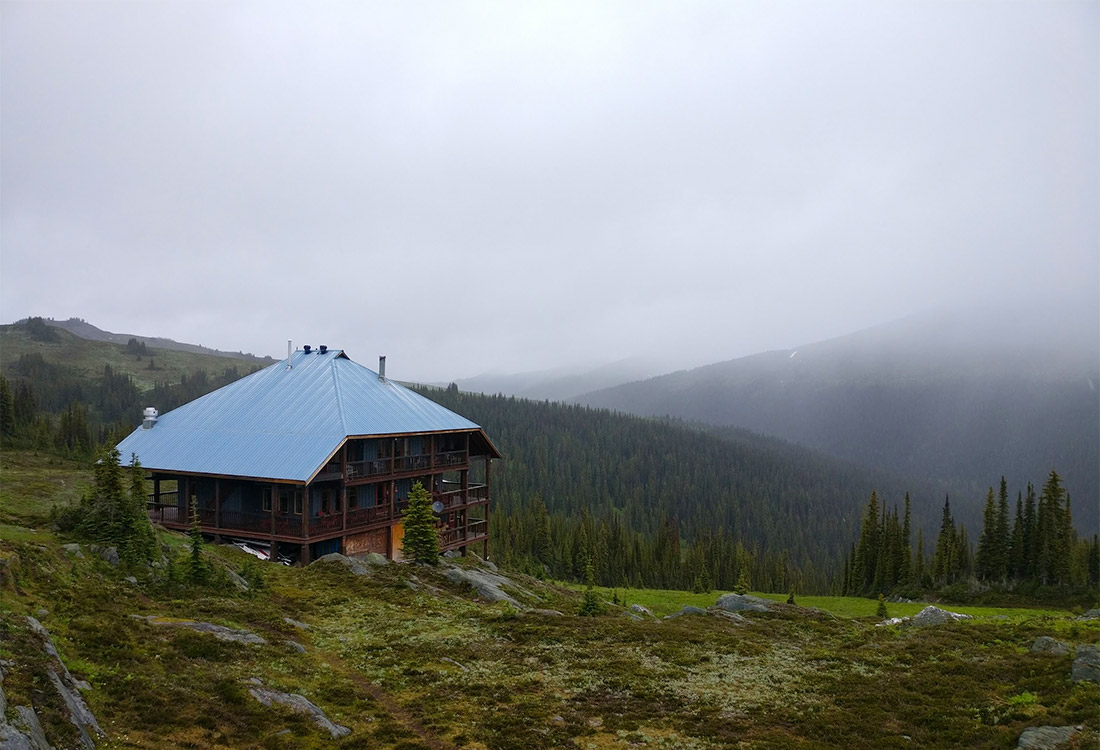 Travel guide: Purcell Mountain Lodge. It's is a fly-in, fly-out only resort getaway located in BC and it is amazing!